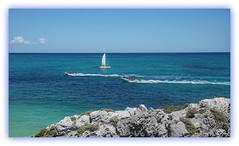 Fernweh (Körnchen59) Tags: mexiko tulum mayastätte karibik caribbeansea boote blau blue himmel wasser felsen körnchen59 elke körner sony5000 urlaub 2017
