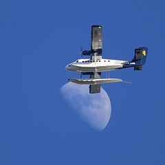 Moon Scraping (frosty_white_raven) Tags: moon luna airplane aircraft propeller pontoon floatplane vehicle twinengine dehavilland dhc6 1968 cgqkn tisdallpark vancouver vancouverbc bc britishcolumbia sky 16032016 20160316 16mar2016 300mm canonef300mmf4lisusm eos eos6d 6d canoncamera canada