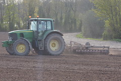 John Deere 6820 Tractor with a Vaderstad Rollex Cambridgeshire Ring Roller (Shane Casey CK25) Tags: spring barley john deere 6820 vaderstad rollex roller cambridgeshire ring green jd conna aghern traktor trekker traktori tracteur trator ciągnik sow sowing set setting drill drilling tillage till tilling plant planting crop crops cereal cereals county cork ireland irish farm farmer farming agri agriculture contractor field ground soil dirt earth dust work working horse power horsepower hp pull pulling machine machinery grow growing nikon d7200