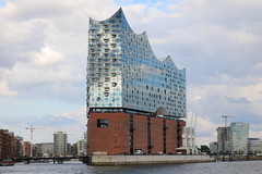 Elbphilharmonie Hamburg (Helgoland01) Tags: elbphilharmonie hamburg deutschland germany fluss hafen port harbor elbe river hochhaus skyscraper