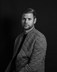 Luis Manrique in explore/ 180612 (por agustinruizmorilla) Tags: hombre bw fashionable outerwear pensive alone knitwear face jacket writer monochrome hands pockets one man luis manrique agustin ruiz morilla