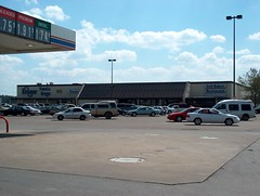 Strange Bedfellows (Retail Retell) Tags: kroger clarksdale ms closing closure liquidation sale january 2018 greenhouse 2012 bountiful décor package remodel former millennium store coahoma county retail