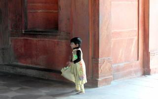 little elf lost inside fatehpur sikri palace