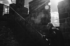 (robertosanchezsantos) Tags: gante gent gand bélgica belgium europa europe viaje travel arte art abstracto abstract urbano urban architecture arquitectura edificio agua cielo río ciudad gravensteen castillo condes castle blancoynegro blackwhite bw ruinas torre retrato portrait gente people