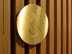 Pictogram (IDE|SKILTE -skiltning af virksomheder) Tags: 2018 bibliotek udsmykning messingskilte messing vægdekoration informationsskilte costumdesign henvisningsskilt pictogram dørskilt pictogramskilt handicapskilt