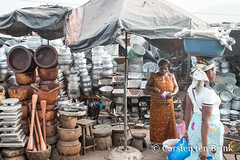 Morning in Man - the bowls (10b travelling / Carsten ten Brink) Tags: 10btravelling 2018 africa africaine african afrika afrique carstentenbrink cotedivoire dan dixhuitmontagnes elfenbeinkueste iptcbasic ivorian ivorycoast westafrica yacouba yakouba africain cmtb ivoirien ivoirienne man market mortars pestle pots tenbrink vendor woman