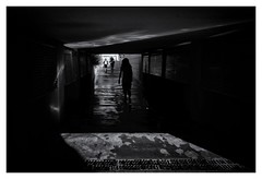 Le passage II (Pascal.M (bong.13)) Tags: noiretblanc blackandwhite avignon sonyrx100 street vaucluse france provence