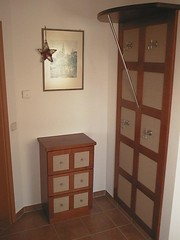 "Garderobe Kirschbaum m. Loomgeflecht • <a style=""font-size:0.8em;"" href=""http://www.flickr.com/photos/162456734@N05/42734427441/"" target=""_blank"">View on Flickr</a>"