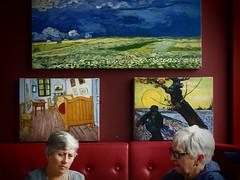 Kunstphilosophie (Pico 69) Tags: gemälde damen vangogh grauhaarig pause kunst pico69