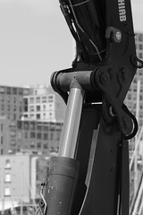 Vérin hydro (ZUHMHA) Tags: marseille france urban urbain port harbour line lignes courbes curve geometry géométrie letter lettre mot word sign texte text écriture monochrome engin
