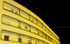 (ifranke) Tags: gallipoli apulien puglia canon eos balcony balkon gelb yellow gebäude building architektur night nacht