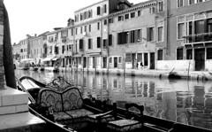 Comodità veneziana - Venetian comfort (stella.iloveyou) Tags: travel viaggiare venice venezia canaliveneziani gondola