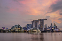 Dusk at Gardens by the Bay 🌆 (thecrapone) Tags: sunset gardensbythebay singapore cityscape dusk pink architecture marinabaysands flowerdome 80d 1750mm