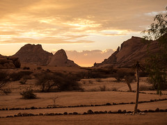 Spitzkoppe Sunset (Melvinia_) Tags: olympusomdem1 namibia namibie africa afrique afrika spitzkoppe campsite sunset coucherdesoleil sonnenuntergang landscape mountain paysage montagne desert désert orange