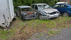 Austin Mini and Volkswagen Golf scrap (Andrew 2.8i) Tags: car carspotting street spot spotting austin mini bmc vw golf volkswagen scrap scrapyard junk junkyard