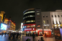 Leicester Square - London (United Kingdom) (Meteorry) Tags: europe unitedkingdom england uk britain greatbritain london november 2017 meteorry leicestersquare square night evening nuit soir lights burgerking pizzahut casino hippodrome signs cranbournstreet westend 2018