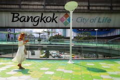 City of life (leewoods106) Tags: bangkok thailand thai lady traffic green city capitalcity greatcity megacity mbkcentre shoppingarea blue