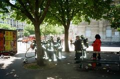 Pompiers à Nation. Paris. 2018 (tiloumartin) Tags: 35mm compact paris yashicat4 carlzeiss