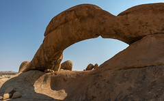 a r c h (Karl-Heinz Bitter) Tags: spitzkoppe bogen arch desert rocks landscape nature artist sky travel africa karlheinzbitter