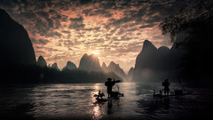 The sky and fishermen (Massetti Fabrizio) Tags: sunrise sun sunset sunlight rural river rosso red rodenstock iq180 phaseone landscape landscapes fog fishermen cina china clouds cambo panorami guilin guangxi giallo guanxi gold green fabriziomassetti famasse