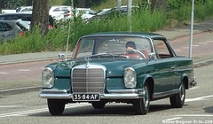 Mercedes W111 220SE Coupé 1965 (XBXG) Tags: 3584af mercedes w111 220se coupé 1965 mercedesw111 mercedesbenz mb benz 220 se coupe green vert hoofdtocht zaandam nederland netherlands holland paysbas vintage old german classic car auto automobile voiture ancienne allemande germany deutsch duits deutschland
