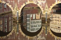 Ellerntorsbrücke (Elbmaedchen) Tags: brücke spiegelung wasserspiegelung reflektion reflection hamburg bridge ellerntorsbrücke neustadt herrengrabenfleet