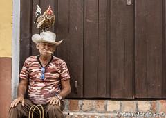 Cuban people (Andrea Morleo) Tags: people gente cuba lavoratore comune comunismo latino latina anima alma lavoro sudamerica spirito strada persone allegria gioia rosso semplicità companeros edificio havana habana roout color colori trinidad giochi diverimento gallina gallo animale animals sigaro vacchio anziano portait