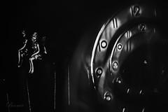 Au temps des fées (boomer_phil) Tags: fées beautifulexpression flickrelite nikon d850 intérieur bw nb montre horloge temps time mesure flickrunited
