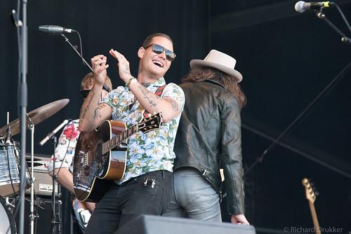 "Douwe Bob en band tijdens Bevrijdingsfestival 2018 Zoetermeer • <a style=""font-size:0.8em;"" href=""http://www.flickr.com/photos/50253513@N02/42164642604/"" target=""_blank"">View on Flickr</a>"