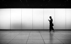 Texting (Sven Hein) Tags: frau menschen leute strasse frühling schwarzweiss strassenfotografie texting woman silhouette people street spring bw blackandwhite candid streetphotography sony rx100m3 rx100iii