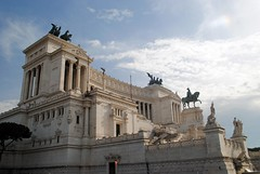 Altare della Patria - angle view (zawtowers) Tags: rome roma italy italia capital city historic roman empire heritage monday 28 may 2018 summer holiday vacation break warm sunny altare della patria monumento nazionale vittorio emanuele ii il vittoriano monument first king unified country completed 1925