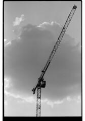 P63-2018-025 (lianefinch) Tags: argentique argentic analogique analog monochrome blackandwhite blackwhite bw noirblanc noiretblanc nb grue urban urbain city ville street rue cloud nuage sky ciel contrast