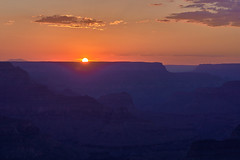 Wanderlust - Sunset at Grand Canyon, Arizona (W_von_S) Tags: grandcanyon grandcanyonnationalpark arizona usa us america amerika southwest südwesten sonnenuntergang sunset colorful farbig landschaft natur landscape panorama paysage paesaggio silhouettes silhouetten sonne sun licht light wvons werner sony sonyilce7rm2 outdoor roadmovie june juni 2017 sommer summer gegenlicht backlight mountains berge schlucht gorge coloradoriver clouds wolken himmel sky