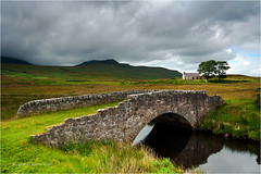 Old Bridge (Sandra Lipproß) Tags: scotland highlands europe europa travel landschaft landscape outdoor bridge brücke green grün clouds wolken