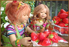 Erdbeerzeit ... süße Zeit ... ... (Kindergartenkinder 2018) Tags: annette himstedt dolls kindergartenkinder sanrike tivi erdbeeren