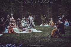 Concerto outside in the evening (Riccardo Trevisan) Tags: evening outside outdoor grass onthegrass ariaaperta esterno costumi evento tema themed duetto violins violini musicisti abitidepoca rococo 18thcentury