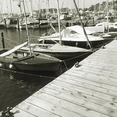 BGOM6828 (a.zwinckmann) Tags: boat boot wasser hafen kiel förde segler hipstamatic mast monochrom bw ostsee meer