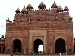 buland darwaza arches (kexi) Tags: india asia uttarpradesh fatehpursikri bulanddarwaza gate arch architecture old ancient red sandstone huge akbar famous samsung wb690 february 2017