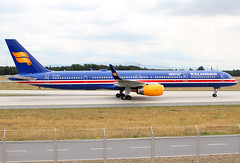 TF-ISX Icelandair B753 (twomphotos) Tags: plane spotting fra2 eddf icelandair boeing b753 speciallivery bestofspotting 100 years independance colorfullspecial landing airport blue