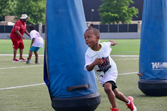 "2018-tdddf-football-camp (65) • <a style=""font-size:0.8em;"" href=""http://www.flickr.com/photos/158886553@N02/27553619967/"" target=""_blank"">View on Flickr</a>"