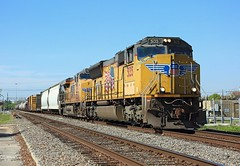 5135 + 7454, Beaumont TX, 22 March 2018 (Mr Joseph Bloggs) Tags: beaumont tx texas usa united states america train treno bahn railway railroad up union pacific zug vlak emd electro motive division emdsd70m emdsd70 sd70m sd70 freight cargo manifest