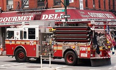 FDNY Engine 76 Responding (MJ_100) Tags: emergencyservices manhattan newyork nyc emergencyvehicle fdny firedepartment fireservice firebrigade fireengine engine enginecompany engine76 apparatus appliance pumper