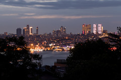 Skyline Istanbul (DelightTurkish) Tags: istanbul konstantinopel byzanz turkey türkiye turchia skyline night nightsh city lights skyscraper nature trees travel bosphorus water buildings