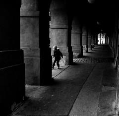 SECRET GAMES (oskarRLS) Tags: secret games kids boy monochrome monocromo blackwhite blanconegro street
