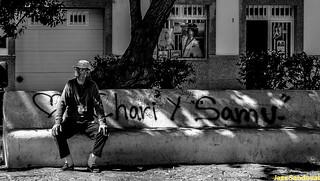Sentado a la sombra. Arrecife, Lanzarote, marzo 2007.