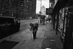The old lady in NY (rvjak) Tags: newyork f3 nikon usa etatsunis ny black white noir blanc bw street rue film pellicule argentique winter hiver froid cold sad triste manhattan city ville