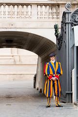 Guardia Suiza Pontificia (daniel.olguinr) Tags: ciudaddelvaticano italia roma rome italy vatican city