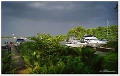 Ein Gewitter naht (Don111 Spangemacher) Tags: gewässer gras pflanzen sträucher strand brandenburg schiffe wolken wasser gewitter unwetter boote see segelboote holzbrücke frühling camping
