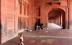 fatehpur sikri perspective (kexi) Tags: india asia uttarpradesh fatehpursikri red perspective old ancient people child canon february 2017