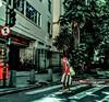 Vou ali e já volto (luyunes) Tags: gente rua mulher cenaderua fotografiaderua fotoderua mobilephoto mobilephotographie streetphotography streetscene streetphoto streetshot streetlife lifestreet luciayunes motozplay